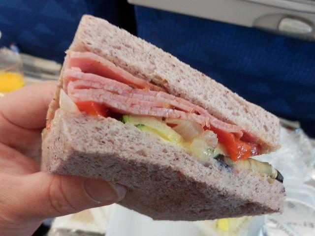 大韓航空機内で出されたサンドイッチ
