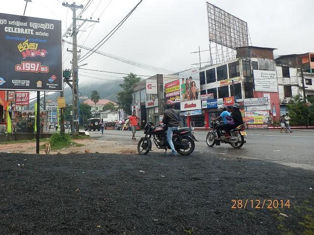 スリランカの道端にて