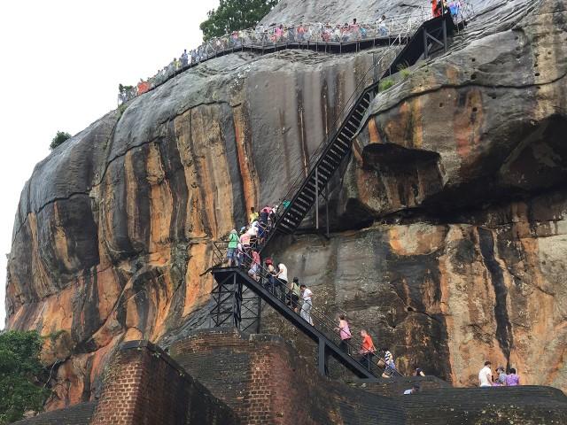 シーギリヤロックの頂上へ登る階段