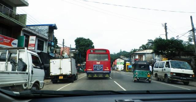 スリランカのごくふつうの道