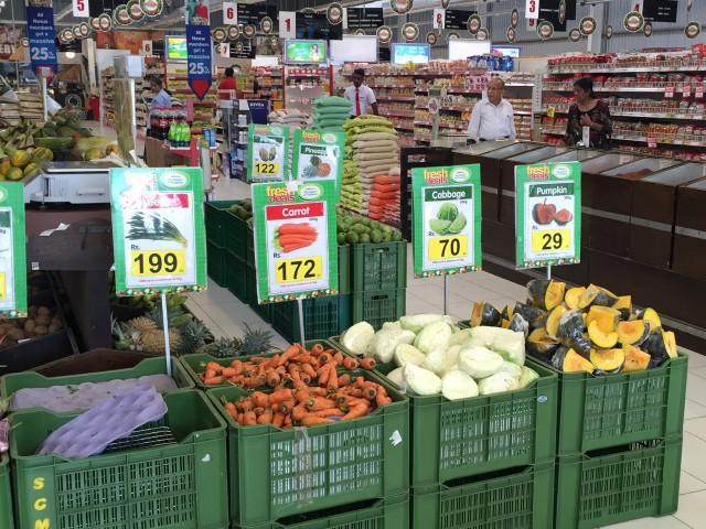 スリランカのスーパーの野菜売り場